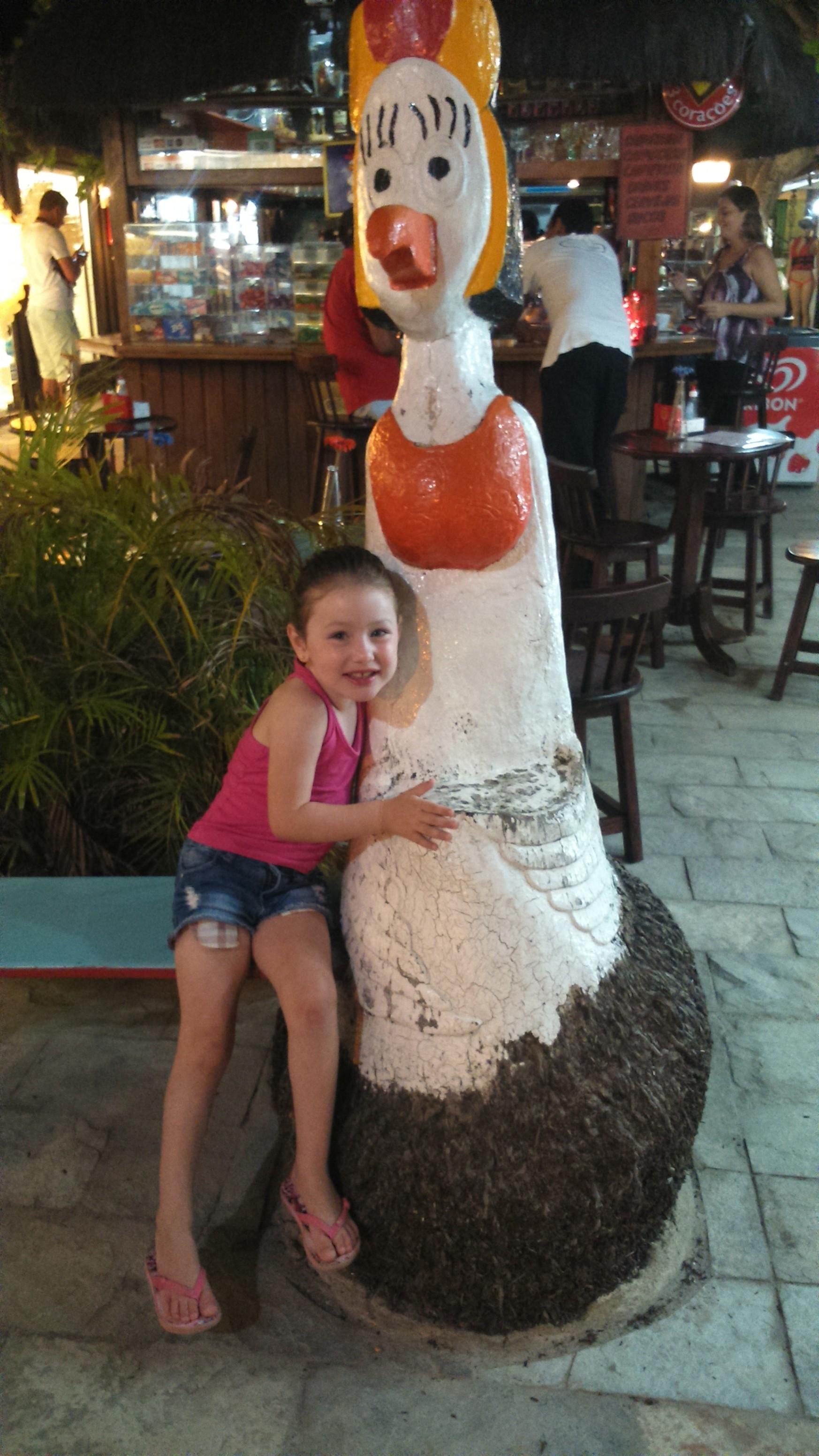 Sim... A Sara quis fazer foto em todas as galinhas da praia.